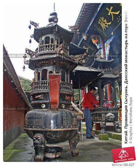 Китай. Провинция Сычуань. Даосский монастырь на горе Эмей., фото № 66027, снято 14 октября 2004 г. (c) GrayFox / Фотобанк Лори