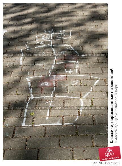 Купить «Классики, нарисованные на мостовой», эксклюзивное фото № 33075515, снято 19 мая 2019 г. (c) Александр Щепин / Фотобанк Лори