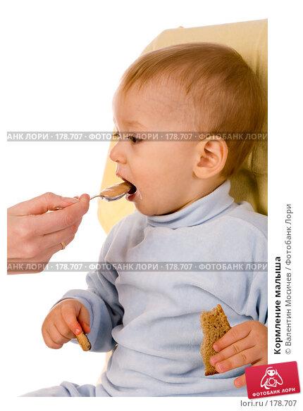 Купить «Кормление малыша», фото № 178707, снято 8 января 2008 г. (c) Валентин Мосичев / Фотобанк Лори