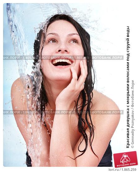 Девушка струей воды фото 722-641
