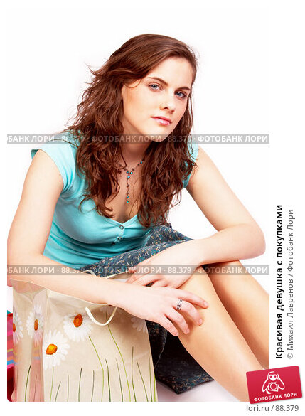 Красивая девушка с покупками, фото № 88379, снято 1 апреля 2007 г. (c) Михаил Лавренов / Фотобанк Лори