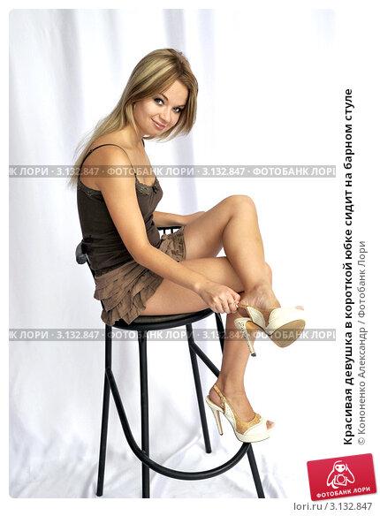 Девушка для рекламы в юбке