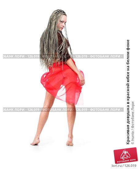 Красивая девушка в красной юбке на белом фоне, фото № 126019, снято 23 августа 2007 г. (c) hunta / Фотобанк Лори