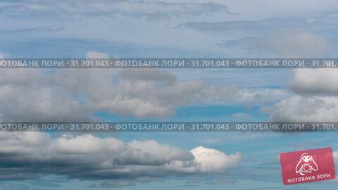 Купить «Красивые летние облака плывут по небу на фоне голубого неба. Таймлапс», видеоролик № 31701043, снято 21 июля 2019 г. (c) А. А. Пирагис / Фотобанк Лори