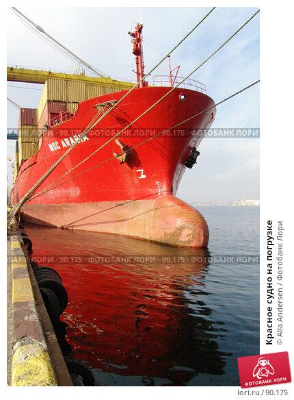Красное судно на погрузке, фото № 90175, снято 9 ноября 2005 г. (c) Alla Andersen / Фотобанк Лори