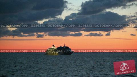 Купить «Круизный лайнер с подсветкой плавает в море на закате», видеоролик № 3784823, снято 27 июня 2012 г. (c) Losevsky Pavel / Фотобанк Лори