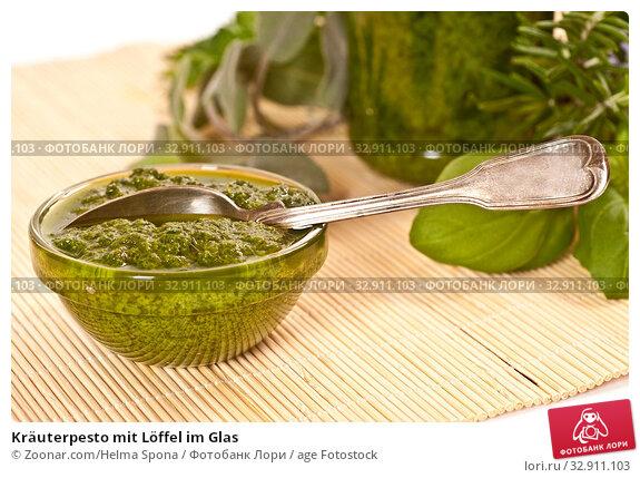 Kräuterpesto mit Löffel im Glas. Стоковое фото, фотограф Zoonar.com/Helma Spona / age Fotostock / Фотобанк Лори