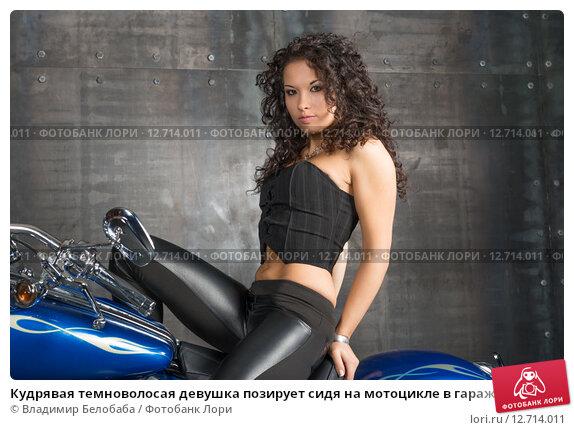 kupaetsya-temnovolosaya-kudryashka-foto-avto-rossii-otkrovennie