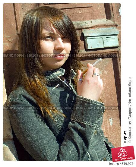 Курит, фото № 319927, снято 1 мая 2006 г. (c) Константин Тавров / Фотобанк Лори