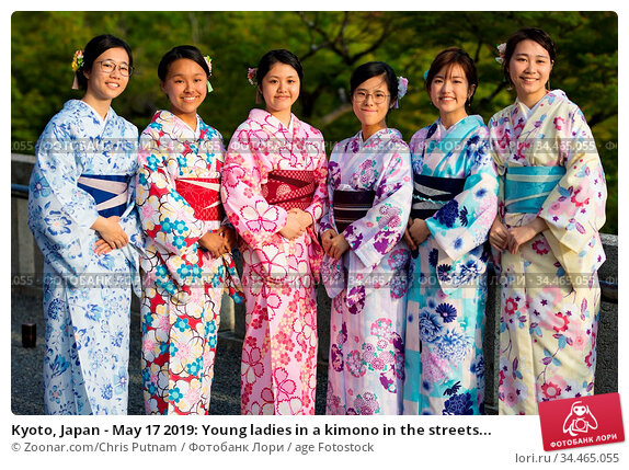 Kyoto, Japan - May 17 2019: Young ladies in a kimono in the streets... Стоковое фото, фотограф Zoonar.com/Chris Putnam / age Fotostock / Фотобанк Лори