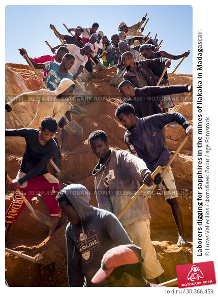 Купить «Laborers digging for sapphires in the mines of Ilakaka in Madagascar.», фото № 30366459, снято 26 июня 2019 г. (c) age Fotostock / Фотобанк Лори