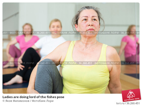Ladies are doing lord of the fishes pose. Стоковое фото, фотограф Яков Филимонов / Фотобанк Лори