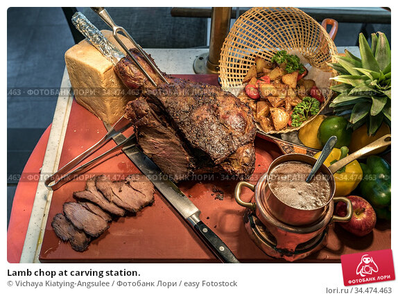 Lamb chop at carving station. Стоковое фото, фотограф Vichaya Kiatying-Angsulee / easy Fotostock / Фотобанк Лори