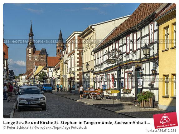 Lange Straße und Kirche St. Stephan in Tangermünde, Sachsen-Anhalt... Стоковое фото, фотограф Peter Schickert / age Fotostock / Фотобанк Лори