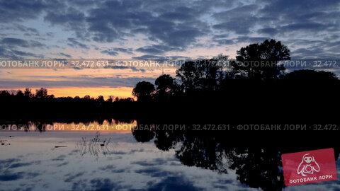 Купить «Летний закат над рекой Вологда», видеоролик № 32472631, снято 16 мая 2019 г. (c) Юлия Бабкина / Фотобанк Лори