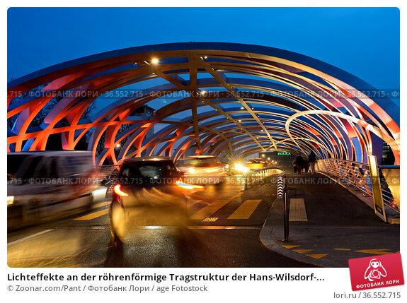 Lichteffekte an der röhrenförmige Tragstruktur der Hans-Wilsdorf-... Стоковое фото, фотограф Zoonar.com/Pant / age Fotostock / Фотобанк Лори