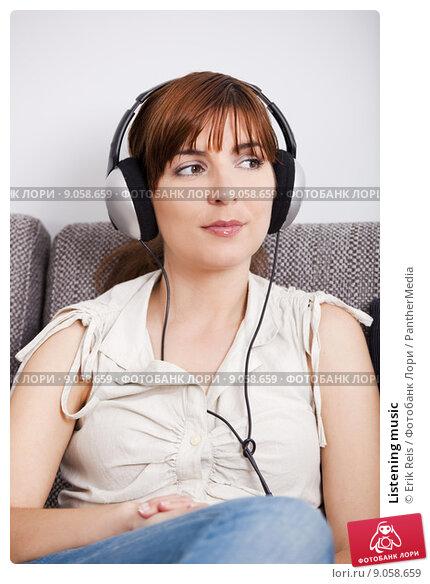 Купить «Listening music», фото № 9058659, снято 19 октября 2019 г. (c) PantherMedia / Фотобанк Лори