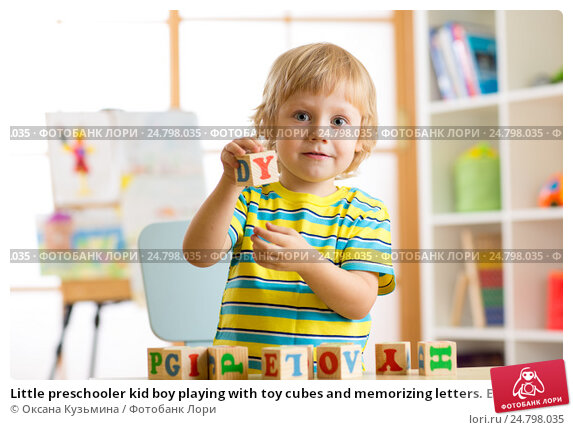 Купить «Little preschooler kid boy playing with toy cubes and memorizing letters. Early education and preschool concept», фото № 24798035, снято 17 декабря 2016 г. (c) Оксана Кузьмина / Фотобанк Лори
