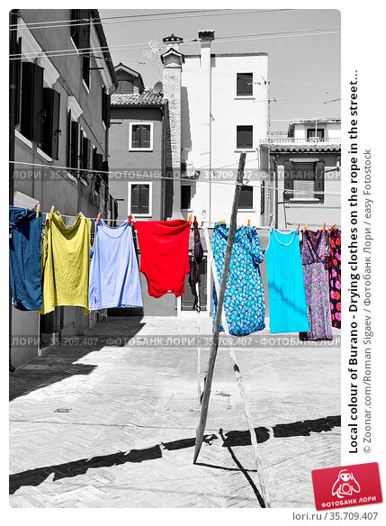 Local colour of Burano - Drying clothes on the rope in the street... Стоковое фото, фотограф Zoonar.com/Roman Sigaev / easy Fotostock / Фотобанк Лори
