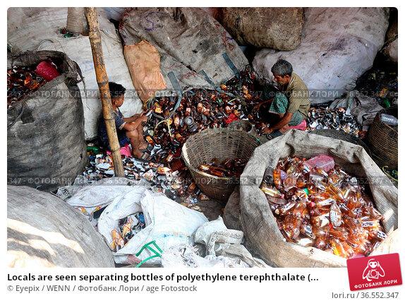 Locals are seen separating bottles of polyethylene terephthalate (... Редакционное фото, фотограф Eyepix / WENN / age Fotostock / Фотобанк Лори