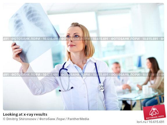 Looking at x-ray results. Стоковое фото, фотограф Dmitriy Shironosov / PantherMedia / Фотобанк Лори