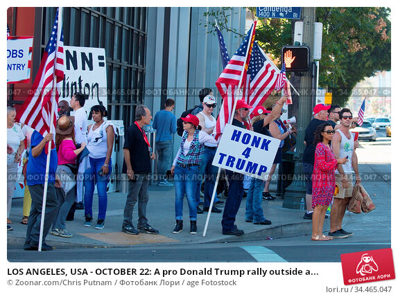 LOS ANGELES, USA - OCTOBER 22: A pro Donald Trump rally outside a... Стоковое фото, фотограф Zoonar.com/Chris Putnam / age Fotostock / Фотобанк Лори
