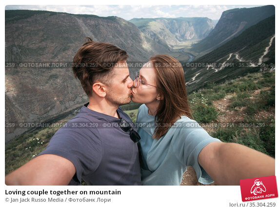 Loving couple together on mountain. Стоковое фото, фотограф Jan Jack Russo Media / Фотобанк Лори