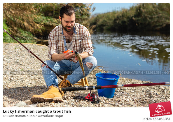 Lucky fisherman caught a trout fish. Стоковое фото, фотограф Яков Филимонов / Фотобанк Лори