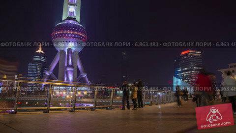 Купить «Люди гуляют по Шанхаю ночью, таймлапс», видеоролик № 6863483, снято 26 июня 2014 г. (c) Кирилл Трифонов / Фотобанк Лори