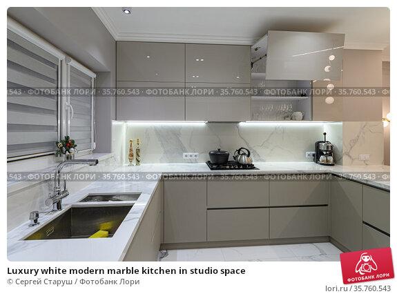 Luxury white modern marble kitchen in studio space. Стоковое фото, фотограф Сергей Старуш / Фотобанк Лори