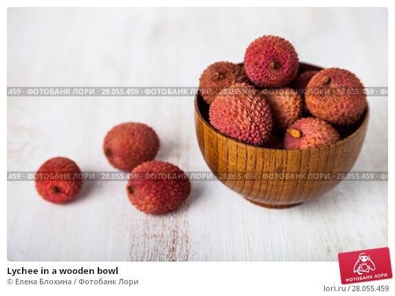 Купить «Lychee in a wooden bowl», фото № 28055459, снято 20 января 2018 г. (c) Елена Блохина / Фотобанк Лори