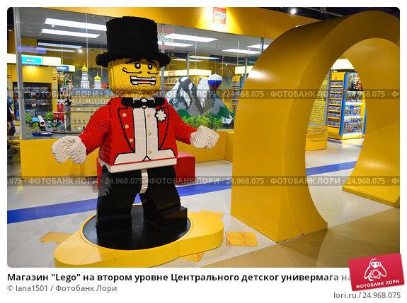 """Купить «Магазин """"Lego"""" на втором уровне Центрального детског универмага на Лубянке», эксклюзивное фото № 24968075, снято 18 января 2017 г. (c) lana1501 / Фотобанк Лори"""