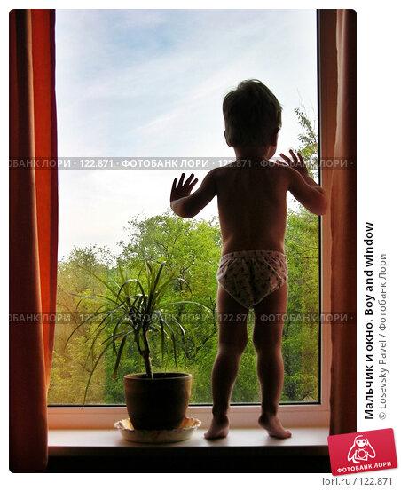 Мальчик и окно. Boy and window, фото № 122871, снято 8 июня 2004 г. (c) Losevsky Pavel / Фотобанк Лори