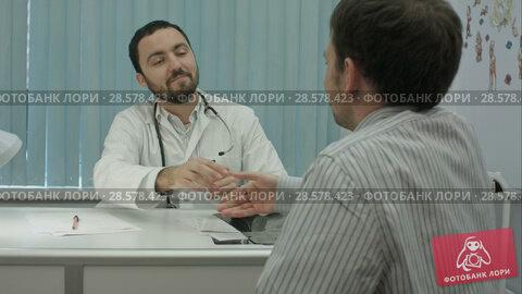 Купить «Male bearded doctor in clinic with male patient shake hands», видеоролик № 28578423, снято 24 ноября 2015 г. (c) Vasily Alexandrovich Gronskiy / Фотобанк Лори