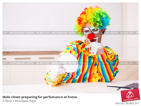 Male clown preparing for perfomance at home. Стоковое фото, фотограф Elnur / Фотобанк Лори