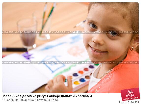 Маленькая девочка рисует акварельными красками, фото № 186555, снято 19 января 2008 г. (c) Вадим Пономаренко / Фотобанк Лори
