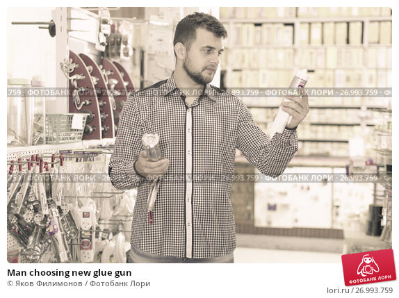 Man choosing new glue gun. Стоковое фото, фотограф Яков Филимонов / Фотобанк Лори