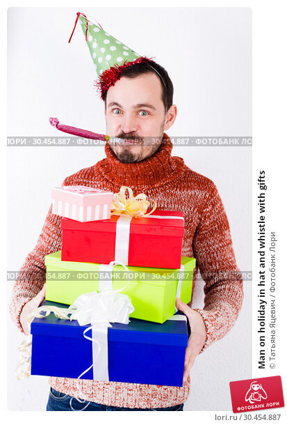Man on holiday in hat and whistle with gifts. Стоковое фото, фотограф Татьяна Яцевич / Фотобанк Лори
