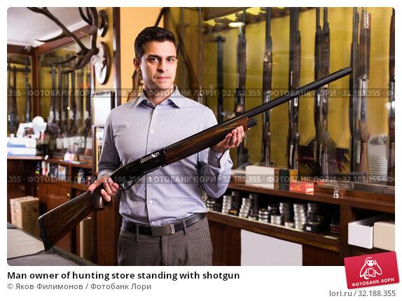 Купить «Man owner of hunting store standing with shotgun», фото № 32188355, снято 11 декабря 2017 г. (c) Яков Филимонов / Фотобанк Лори