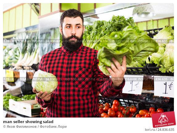 man seller showing salad, фото № 24836635, снято 15 ноября 2016 г. (c) Яков Филимонов / Фотобанк Лори