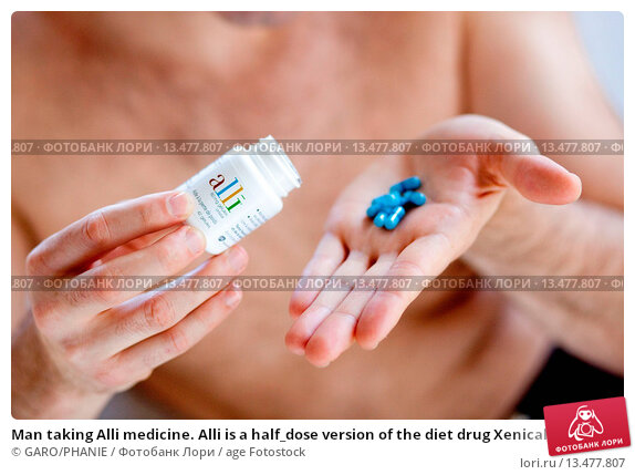 Купить «Man taking Alli medicine. Alli is a half_dose version of the diet drug Xenical Orlistat produced by GlaxoSmithKline GSK. First anti_obesity drug, available...», фото № 13477807, снято 24 мая 2019 г. (c) age Fotostock / Фотобанк Лори