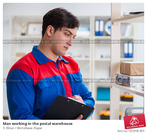 Купить «Man working in the postal warehouse», фото № 33818351, снято 23 марта 2017 г. (c) Elnur / Фотобанк Лори