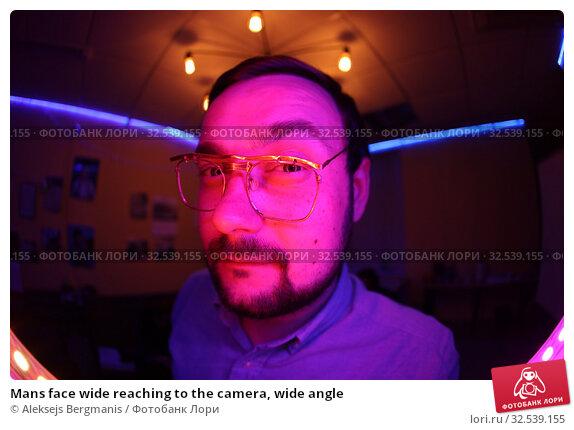 Купить «Mans face wide reaching to the camera, wide angle», фото № 32539155, снято 20 июля 2019 г. (c) Aleksejs Bergmanis / Фотобанк Лори