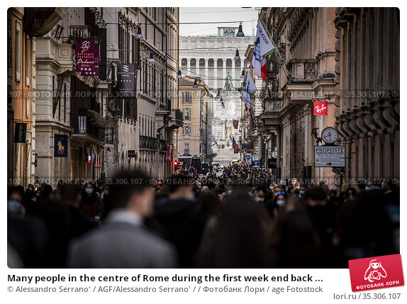 Many people in the centre of Rome during the first week end back ... Редакционное фото, фотограф Alessandro Serrano' / AGF/Alessandro Serrano' / / age Fotostock / Фотобанк Лори