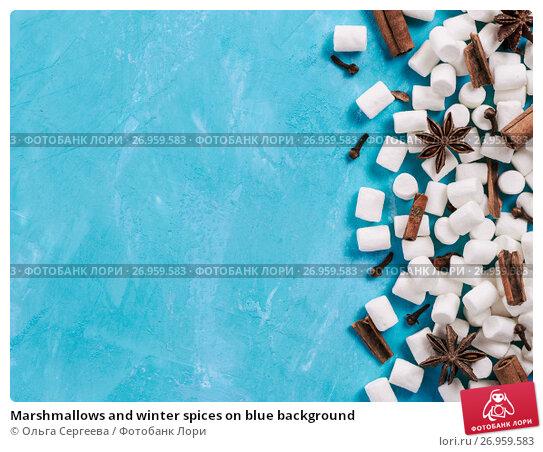 Купить «Marshmallows and winter spices on blue background», фото № 26959583, снято 21 августа 2017 г. (c) Ольга Сергеева / Фотобанк Лори