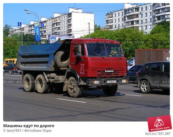 Купить «Машины едут по дороге», эксклюзивное фото № 331347, снято 11 июня 2008 г. (c) lana1501 / Фотобанк Лори