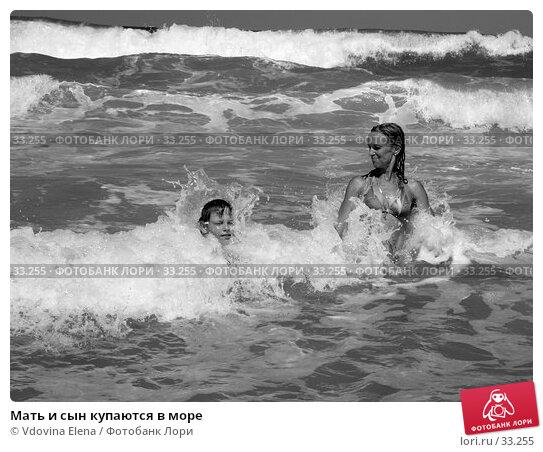Мать и сын купаются в море, фото № 33255, снято 28 августа 2006 г. (c) Vdovina Elena / Фотобанк Лори