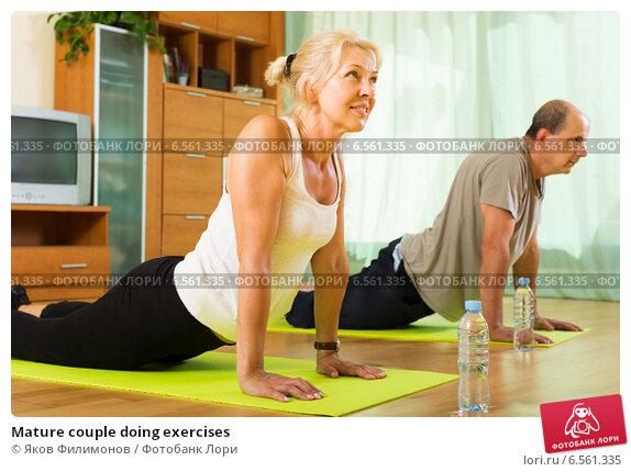 Mature couple doing exercises. Стоковое фото, фотограф Яков Филимонов / Фотобанк Лори