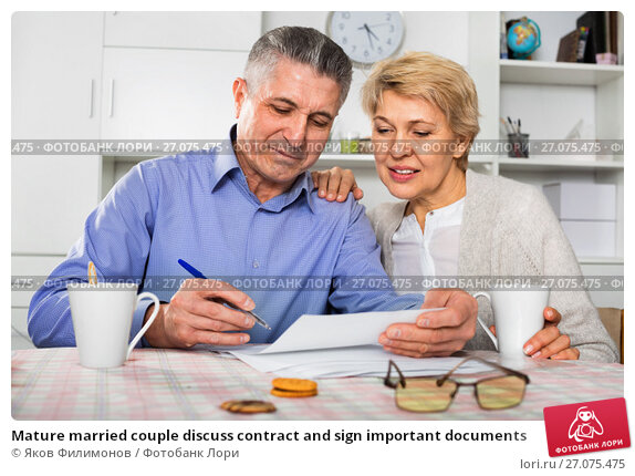 Купить «Mature married couple discuss contract and sign important documents», фото № 27075475, снято 19 января 2018 г. (c) Яков Филимонов / Фотобанк Лори