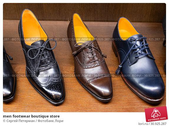 Купить «men footwear boutique store», фото № 30925287, снято 21 июня 2019 г. (c) Сергей Петерман / Фотобанк Лори